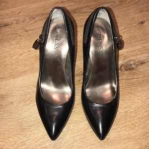 Guess Zipper pointy pumps size 7